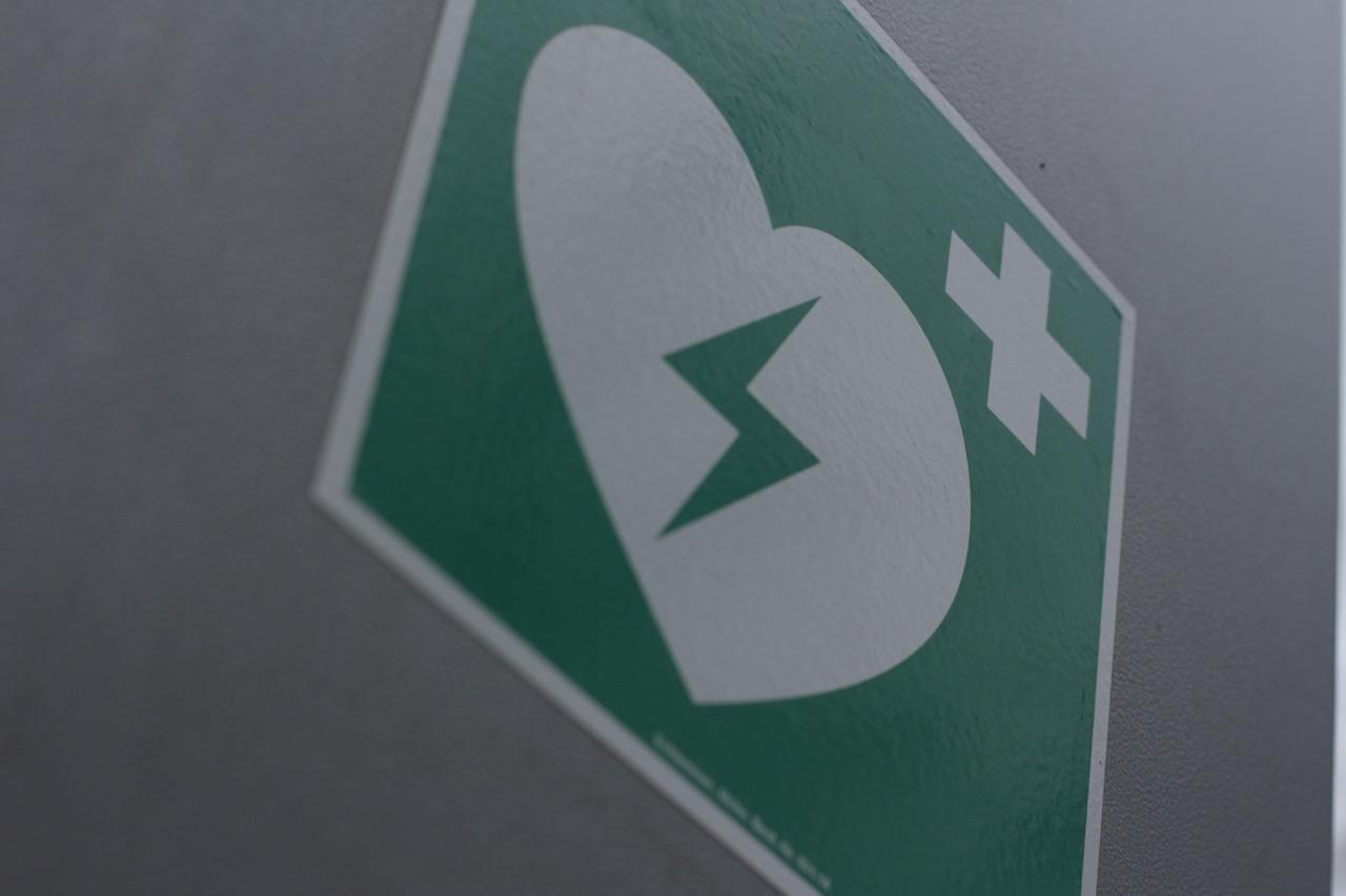 AED cena